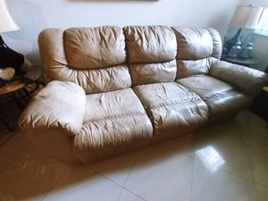 Sofa reclinable leather for FREE!! for Sale in Doral, FL
