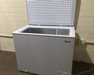 Magic Chef white freezer for Sale in Phoenix, AZ