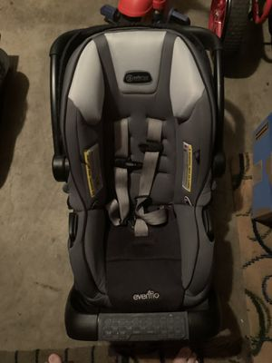 Evenflo Safemax infant car seat with a base. for Sale in Bellevue, WA