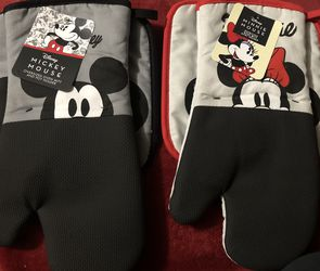 Mickey & Minnie Mouse 2PK Kitchen Towels for Sale in Stockton,  CA