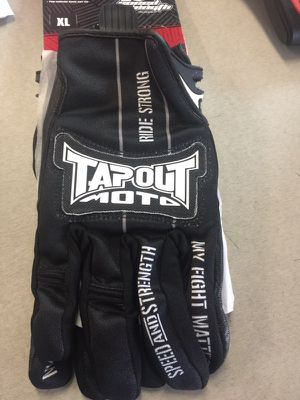 Tapout moto speed and strength gloves for Sale in Lakeland, FL