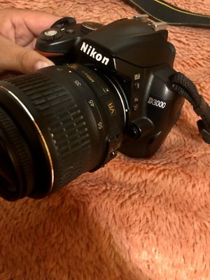 Nikon D3000 for Sale in Los Angeles, CA