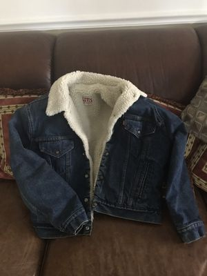 Levi's Sherpa lined jacket 42 r size medium for Sale in Vienna, VA