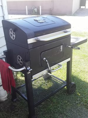Grill mate bbq a couple of months old. for Sale in Visalia, CA