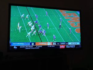Samsung 55 inch smart tv with remote for Sale in Columbus, OH