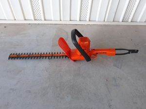 """Black & Decker 16"""" corded electric hedge trimmer for Sale in San Tan Valley, AZ"""
