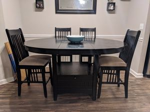 Kitchen Table & Chairs for Sale in Raleigh, NC