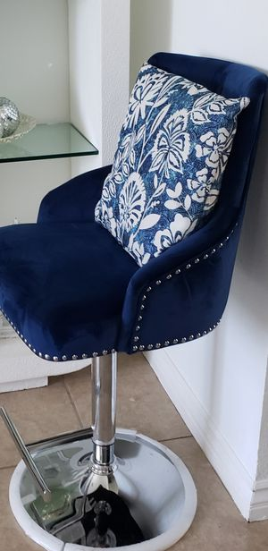 New blue velvet swivel chair firm price for Sale in Los Angeles, CA