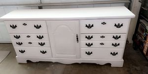 Dresser or 8 drawers for Sale in Grand Terrace, CA