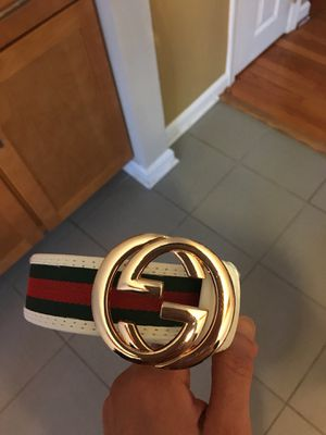G Belt sz 32/34 waist ! No trades . Excellent condition! Unisex ! White / Gold for Sale in Aspen Hill, MD