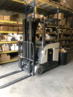 Crown RC forklift electric for Sale in Orlando, FL