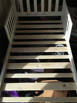 White Wooden Toddler Bed for Sale in Hialeah,  FL