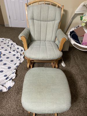 Rocking chair with ottoman/ nursing chair for Sale in Lodi, NJ