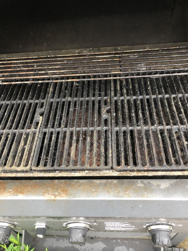 Three burner grill needs cleaned and ah new igniter there's some propane left $150