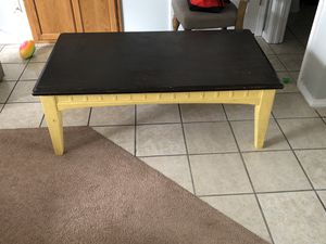 50x30 coffee table for Sale in Waynesville, MO