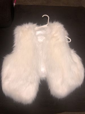 Women's white fur vest size large brand new for Sale in Columbus, OH