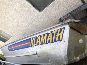 Klamath 12' boat ****HAS HOLES NEEDS REPAIR**** for Sale in Elk Grove, CA