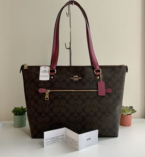 Brand New 🎁 💝 with Tag Authentic Coach Gallery Tote Shoulder Bag - Brown Metallic Berry for Sale in Chicago, IL