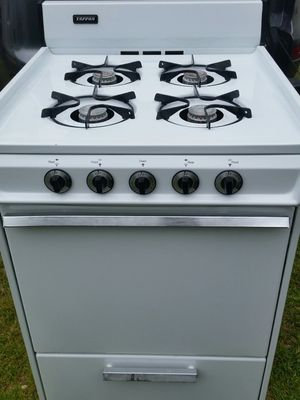 Apartment Gas stove like new 4 months warranty for Sale in Alexandria, VA