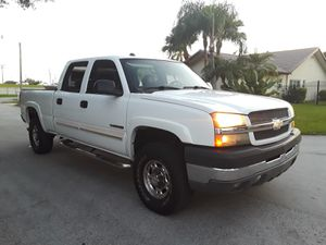 2004 Chevy Silverado 2500 HD for Sale in Miami, FL