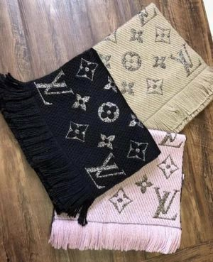Louis Vuitton Scarfs🖤🎄 $260.- each for Sale in Riverside, CA