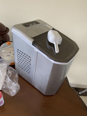ice maker 26lbs ice cube within 24 hours for Sale in Washington, DC