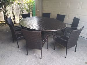 Outdoor patio table and chairs for Sale in Santa Clarita, CA