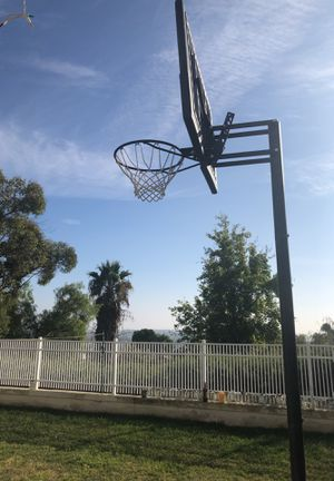 Basketball hoop for Sale in Lake Forest, CA
