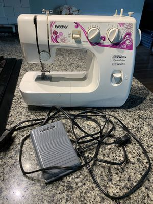 Brother Limited Addition Project Runway sewing machine LS2300PRW for Sale in Pittsburgh, PA