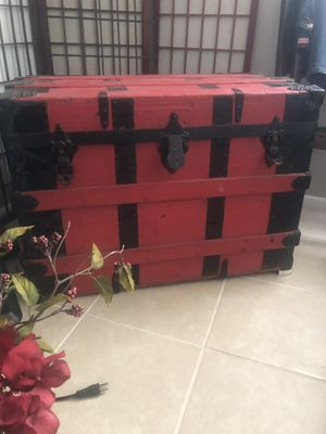 Large vintage steam trunk rounded top for Sale in Holiday, FL