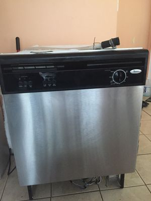 6 Months old Whirlpool Dishwasher for Sale in Fort Washington, MD