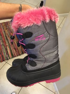 Girls snow boots sz 2 for Sale in Boca Raton, FL