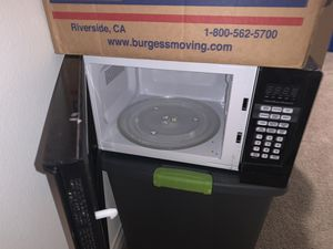 Mini fridge & microwave for Sale in Corona, CA