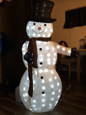 Three-piece lit snowman family and lit sleigh dog for Sale in Pittsburgh, PA