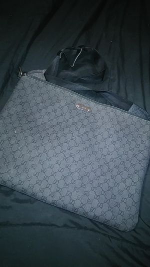 Authentic gucci 190629 black gg logo unisex large messenger/ laptop bag for Sale in Whitewater, CA
