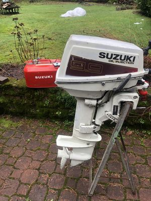 Great shape Suzuki 9.9 oil injection outboard motor 700$ short shaft. for Sale in Redmond, WA