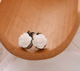 Retro Classic Women Cute Alloy White Rose Stud Earrings for Sale in Los Angeles,  CA