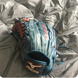 "Custom Mizuno Prime 12.75"" Left-handed Thrower Outfield glove for Sale in Olympia, WA"