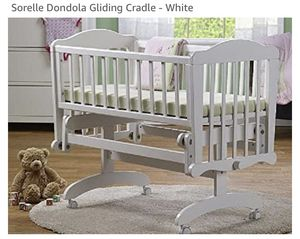 Sorelle Dondola Gliding Cradle Bassinet for Sale in Davie, FL