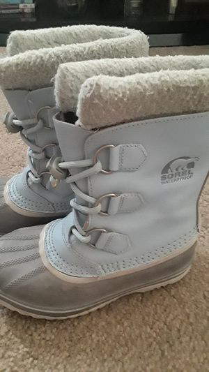Sorel kids size 1 snow boots for Sale in Surprise, AZ
