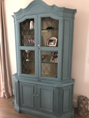 Antique china cabinet for Sale in Cumming, GA