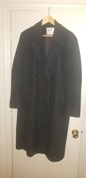 Nice and neatly used London Fog Coat. for Sale in Chelmsford, MA