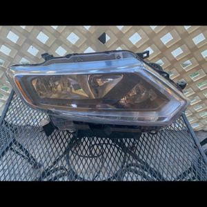 Nissan Rogue 2014-16 Passenger Side Headlight for Sale in Hollywood, FL