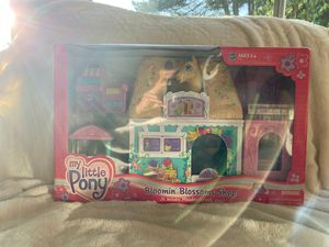 My little pony (MLP) Blooming blossoms shop for Sale in Snohomish, WA