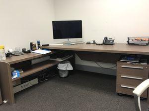 Office desk. No scratches perfect condition. for Sale in Miami, FL