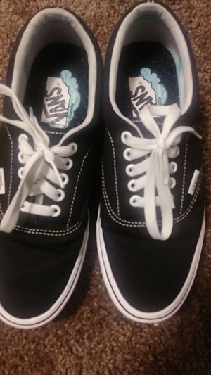 Vans (men) black and white (size 7) for Sale in Rosemead, CA