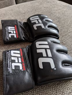 Official UFC gloves size L for Sale in Victorville,  CA