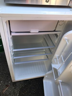 Mini Fridge + Microwave for Sale in Federal Way, WA