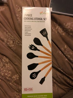 7 piece cooking utensil set for Sale in Anaheim, CA
