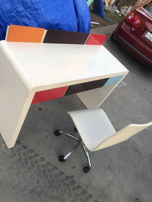 Kids desk and monkey chair for Sale in Tijuana, MX
